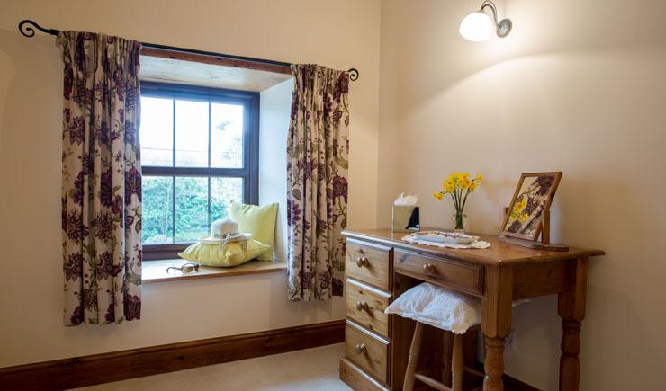 Wheal Jane Bedroom Dressing Table area Callestock Courtyard Cottages Cornwall